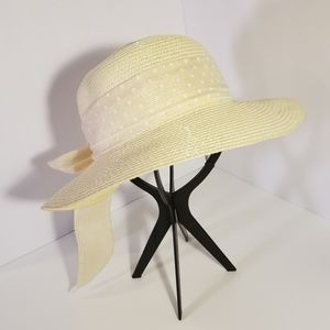 Cream colored bow back hat